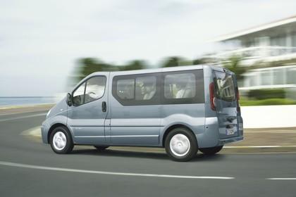 Renault Trafic II Facelift Aussenansicht Seite schräg dynamisch blau