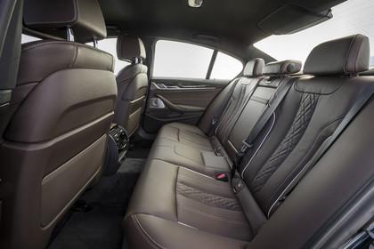 BMW 5er G30 Innenansicht Rücksitzbank Studio statisch dunkelbraun