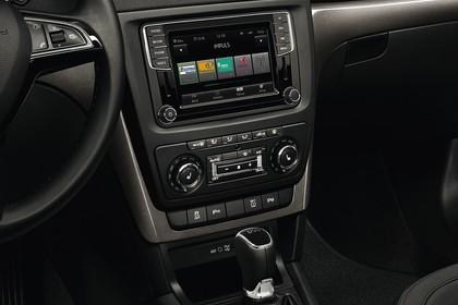Skoda Yeti 5L Innenansicht Mittelkonsole DSG Schalter Klimaautomatik Infotainmentbildschrim statisch