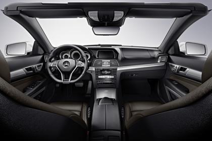 Mercedes-Benz E-Klasse Cabriolet A207 Innenansicht zentral Studio statisch schwarz