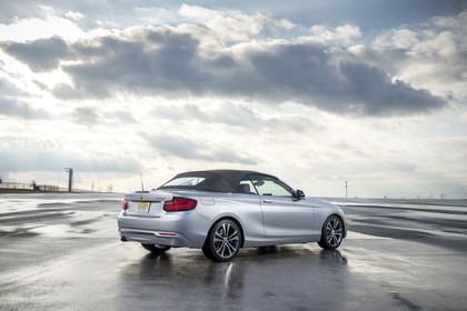 BMW 2er Cabrio F23 Aussenansicht Seite schräg Dach geschlossen statisch silber