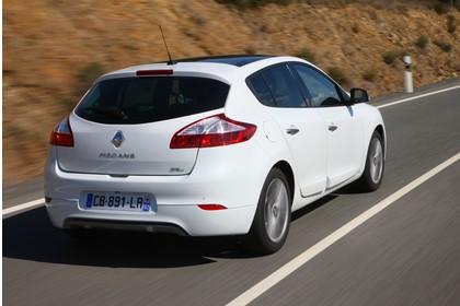 Renault Mégane Z Aussenansicht Heck schräg dynamisch weiss