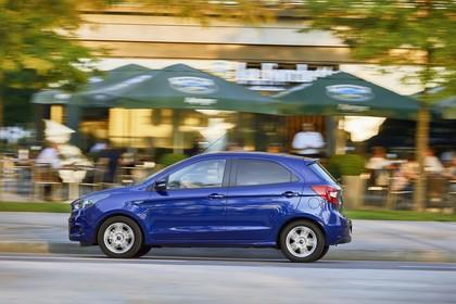 Ford KA+ Seite dynamisch blau