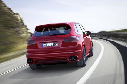 Porsche Cayenne GTS 92A Aussenansicht Heck schräg dynamisch rot