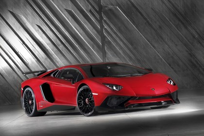 Lamborghini Aventador SV Aussenansicht Front schräg statisch studio rot