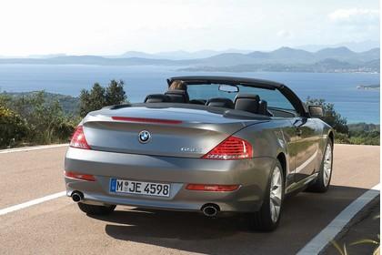BMW 6er Cabriolet E64 Aussenansicht Heck schräg statisch grau