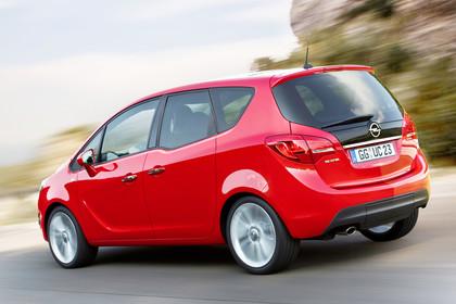 Opel Meriva B Aussennsicht Heck schräg dynamisch rot