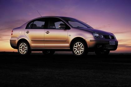 VW Polo 9N Viertürer Aussenansicht Seite schräg statisch silber