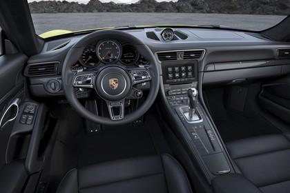 Porsche 911 Turbo S 991.2 Innenansicht statisch Vordersitze und Armaturenbrett