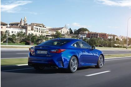Lexus RC 200t X10 Aussenansicht Heck schräg dynamisch blau