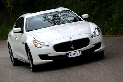Maserati Quattroporte Aussenansicht Front schräg dynamisch weiss