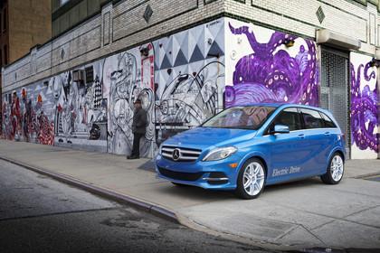 Mercedes B-Klasse W246 Aussenansicht Front schräg statisch blau