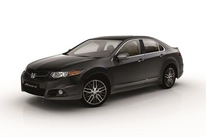 Honda Accord Limousine 8 Aussenansicht Front schräg statisch Studio schwarz
