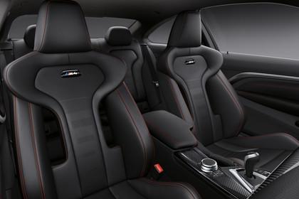 BMW M4 Coupe F82 Innenansicht Vordersitze Studio statisch schwarz
