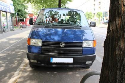 VW T4 Transporter Aussenansicht Frpmt statisch dunkelblau