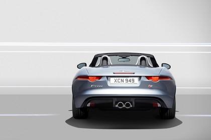 Jaguar F-Type V6 S Cabriolet QQ6 Aussenansicht Heck statisch Studio grau