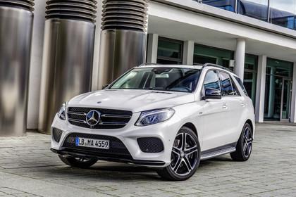 Mercedes-AMG GLE W166 Aussenansicht Front schräg statisch weiss