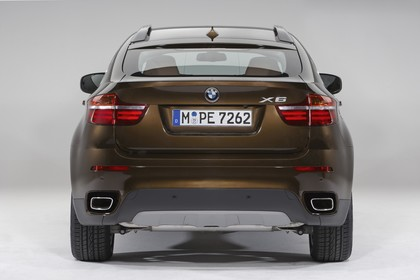 BMW X6 E71 LCI Aussenansicht Heck statisch Studio braun