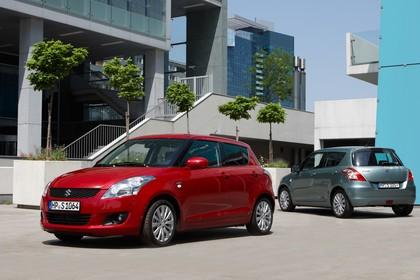Suzuki Swift NZ Aussenansicht Front Heck schräg statisch rot grau