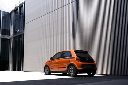 Renault Twingo III Aussenansicht Heck schräg statisch orange