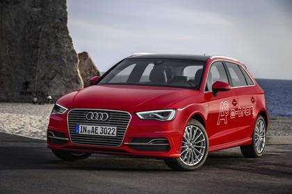 Audi A3 8V Sportback e-tron Aussenansicht Front schräg statisch rot