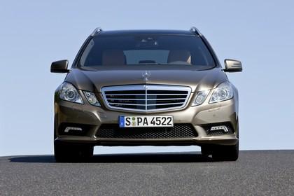 Mercedes E-Klasse T-Modell S212 Aussenansicht Front statisch gold