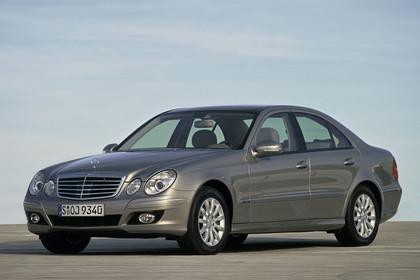 E-Klasse Limousine W211 Aussenansicht Front schräg statisch silber