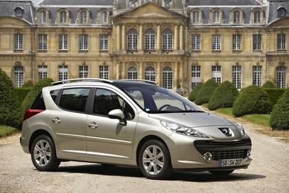 Peugeot 207 SW W Aussenansicht Seite schräg statisch silber