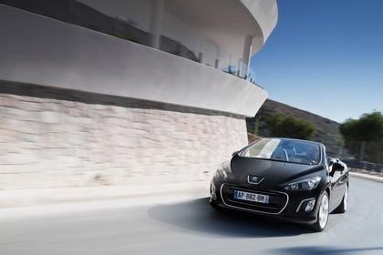 Peugeot 308 CC Aussenansicht Front dynamisch schwarz
