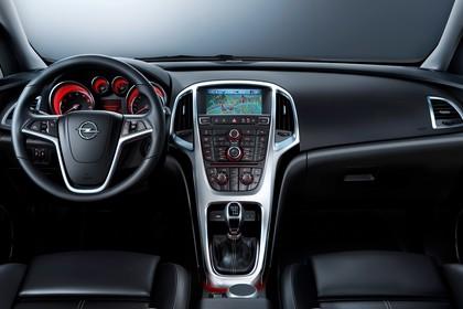 Opel Astra J Innenansicht Vordersitze mittig Studio statisch schwarz