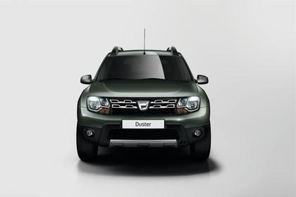 Dacia Duster SD Aussenansicht Front statisch Studio grün