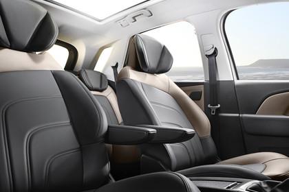 Citroën C4 Picasso 2 Innenansicht statisch Vordersitze und Panoramadach beifahrerseitig