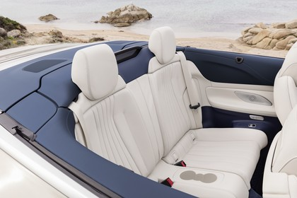 Mercedes-Benz E-Klasse Cabriolet A238 Innenansicht statisch Rücksitze beifahrerseitig