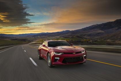 Chevrolet Camaro SS Aussenansicht Front schräg dynamisch rot