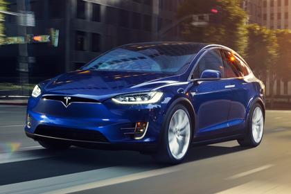 Tesla Model X Aussenansicht Front schräg dynamisch dunkelblau