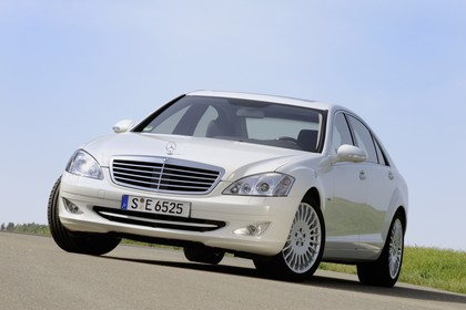 Mercedes-Benz S-Klasse W221 Aussenansicht Front schräg statisch weiss