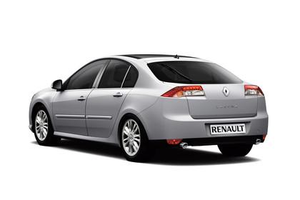 Renault Laguna Limousine T Aussenansicht Heck schräg statisch Studio silber