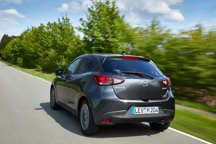 Mazda 2 DJ Aussenansicht Heck schräg dynamisch grau