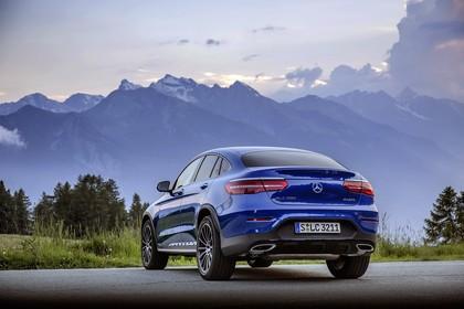 Mercedes GLC Coupe C253 Aussenansicht Heck schräg statisch blau