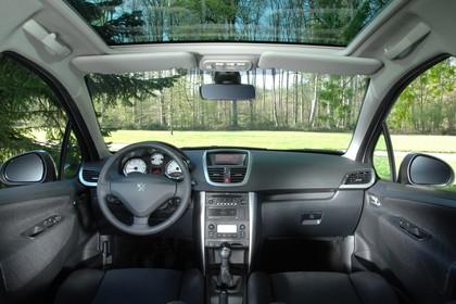 Peugeot 207 SW W Innenansicht statisch Vordersitze und Armaturenbrett