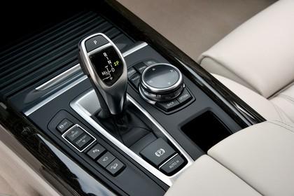 BMW X5 Facelift Innenansicht Mittelkonsole statisch beige