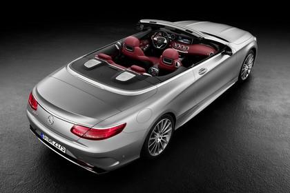 Mercedes-Benz S-Klasse Cabriolet A207 Aussenansicht Heck schräg erhöht statisch Studio silber