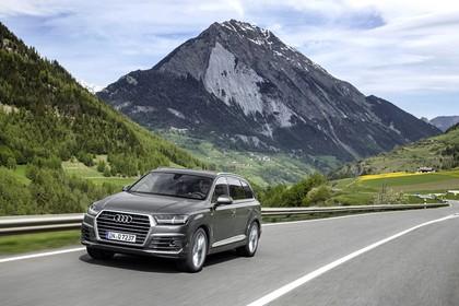 Audi Q7 4M Aussenansicht Front schräg dynamisch braun