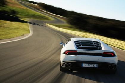 Lamborghini Huracán Aussenansicht Heck dynamisch weiss