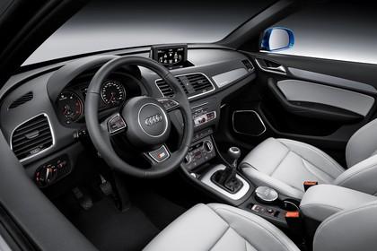 Audi Q3 Innenansicht Fahrerposition studio statisch grau