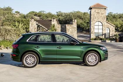 Audi Q5 FY Aussenansicht Seite statisch grün