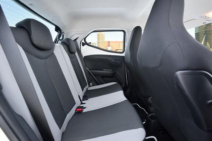 Toyota Aygo (AB2) Innenansicht Detail Rücksitzbank