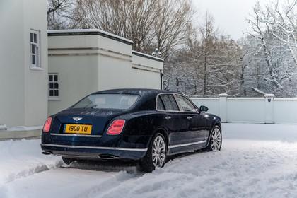 Bentley Mulsanne Aussenansicht Heck schräg statisch schwarz