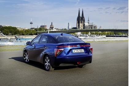 Toyota Mirai Aussenansicht Heck schräg statisch blau