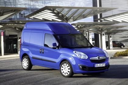Opel Combo Aussenansicht Front schräg statisch blau